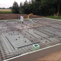 7. Tag: Einbau der Fußbodenheizung und Bewehrung